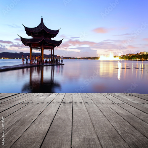 In de dag China pavilion at nightfall in west lake ,hangzhou ,China