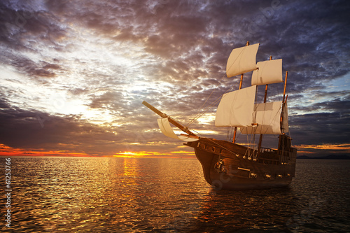 Foto op Canvas Schip The ancient ship in the sea