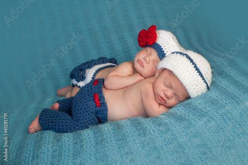Valokuva Newborn Twin Babies in Sailor Costumes