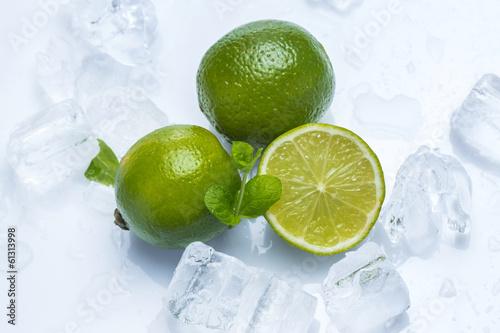 swieze-owoce-limonki-i-mieta