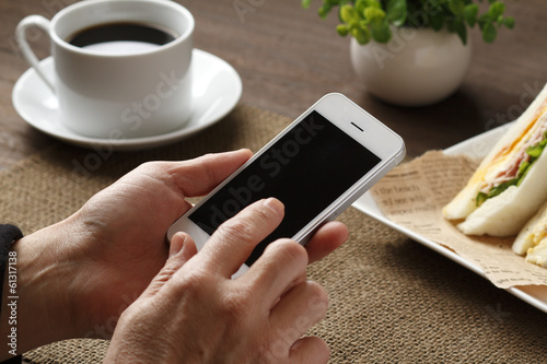 Fotografía  スマートフォンを使う手