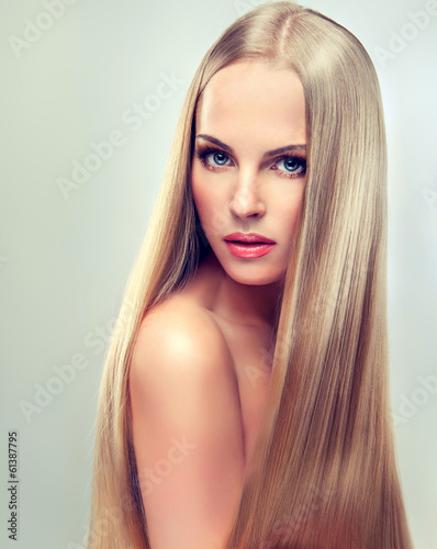 Beautiful blonde woman with long, healthy and shiny hair. Фотошпалери