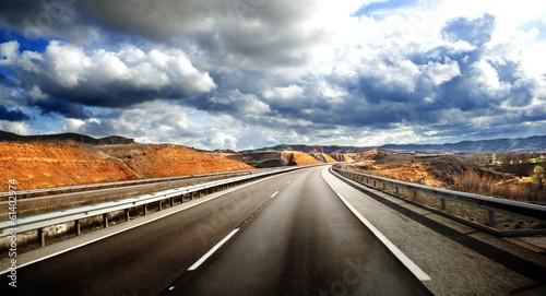droga-krajobrazowa-wycieczki-samochodowej-pojecie-swiadczenia-3-d