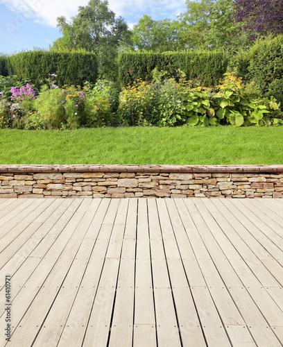 Gartenterrasse mit Mauer Fototapete