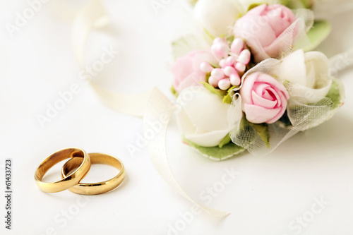 Fotografie, Obraz  wedding rings and flowers