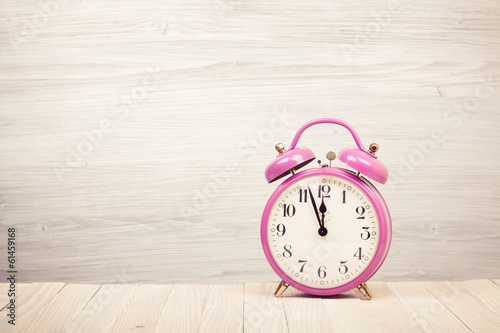 Poster Pays d Asie Retro alarm clock with five minutes to twelve o'clock