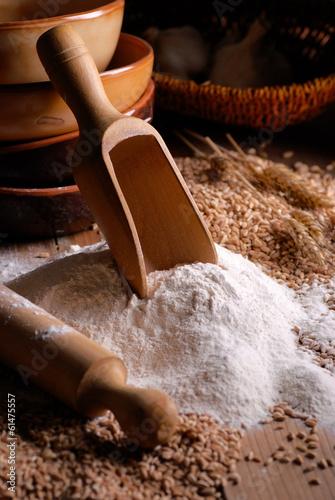 In de dag Bakkerij farina di grano duro con utensili di legno