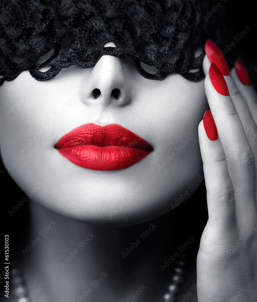 Fototapety, obrazy: Piękna kobieta z czarną koronkową maską