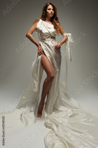 Photo  Ancient greek style woman in white tunic