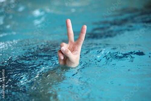 Photo victory or peace symbol,above water surface - body language