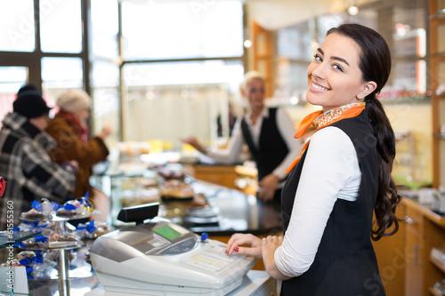 Foto Verkäufer an der Kasse
