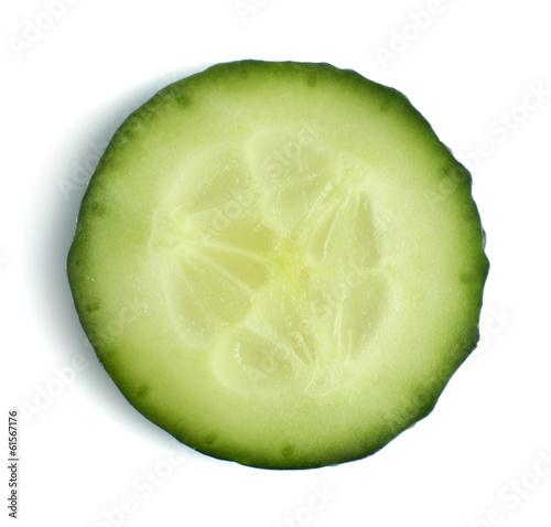 In de dag Verse groenten Slice of fresh cucumber, isolated on white