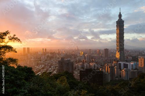 фотография  Sunset cityscape with Taipei's skyline in Taiwan