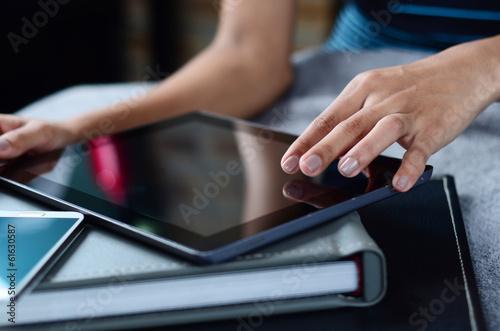 Fototapeta female hands using tablet PC obraz na płótnie