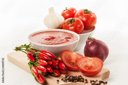 Fotografía  Tomatoes in white cup - Stock Image