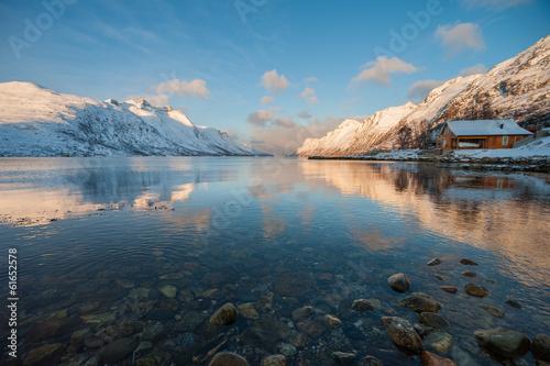 Foto auf Gartenposter Skandinavien Landscape of Mountain reflection, Ersfjordbotn, Norway.