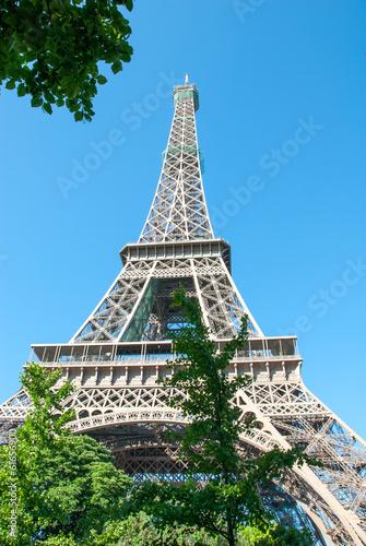 Tour Eiffel contre un ciel bleu Poster
