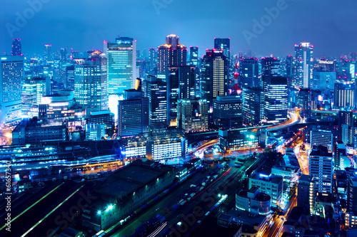Naklejka premium Miasto Osaka nocą