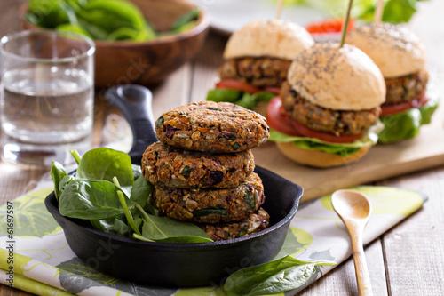 Fotografie, Obraz  Veganské karbanátky s fazolemi a zeleninou
