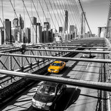 Fototapeta Bridge - Taxi cab crossing the Brooklyn Bridge in New York