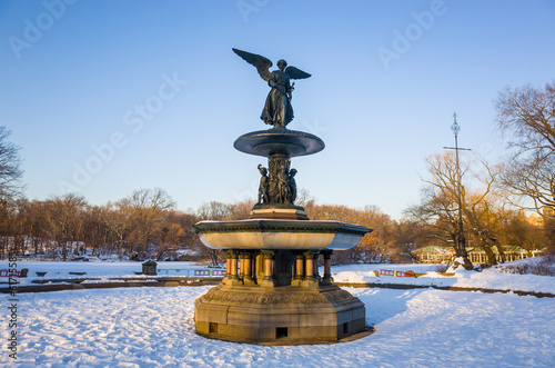 фотография  Fountain with an angel statue located in Central Park in New Yor