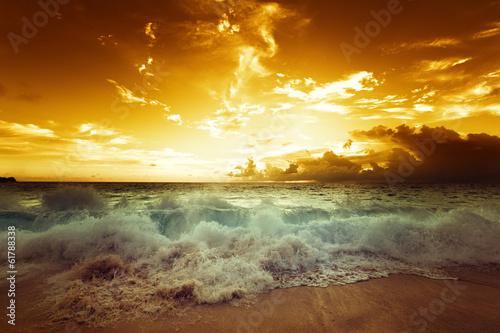 Papiers peints Nautique motorise sunset on Seychelles beach