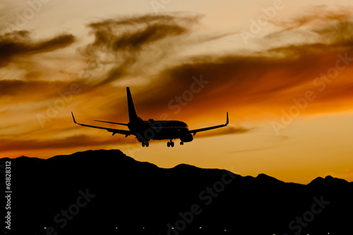 Fotografia  Aircraft Landing At Sunset