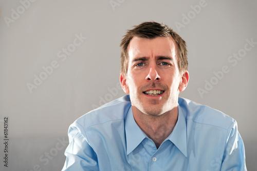 Mimik Gesicht Junger Mann Blaues Hemd Kurze Dunkle Haare Buy