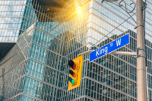 Tuinposter Toronto King Street Sign - Toronto downtown