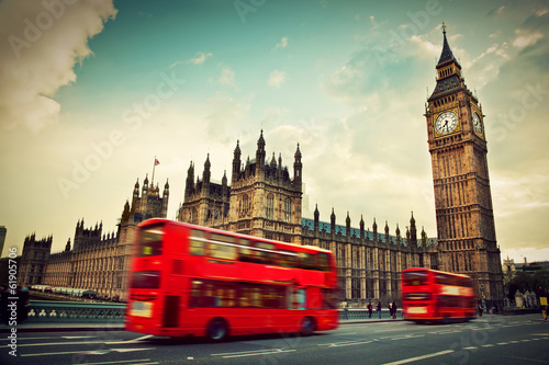 Montage in der Fensternische London London, the UK. Red bus in motion and Big Ben