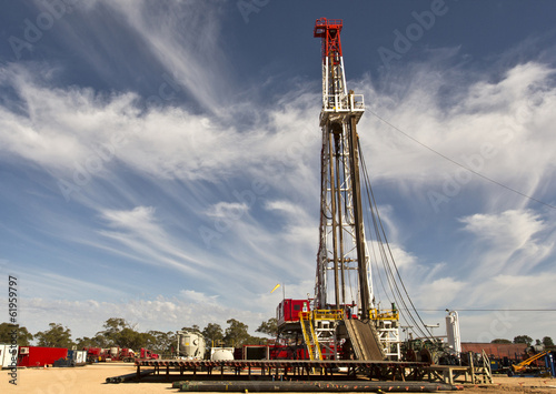 Fotografia  Land Drilling Rig and Cloudy Sky