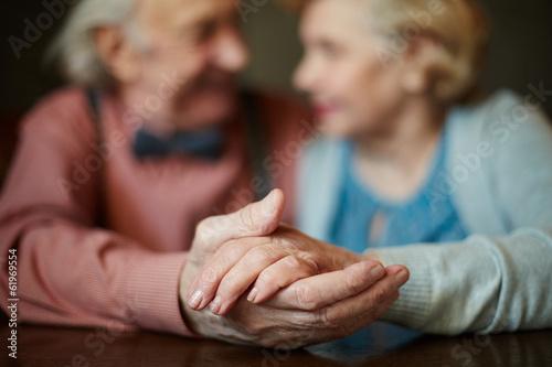 Carta da parati  Hands of seniors