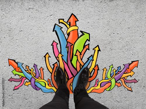 Fotografía  feet and color arrows