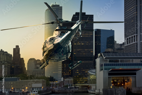 Foto op Plexiglas Helicopter Helicopter flying Manhattan south skyline