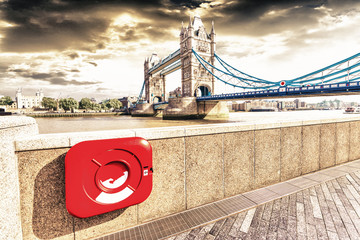Fototapeta samoprzylepna Particular view of London Bridge