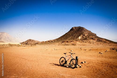Poster de jardin Desert de sable desert bike