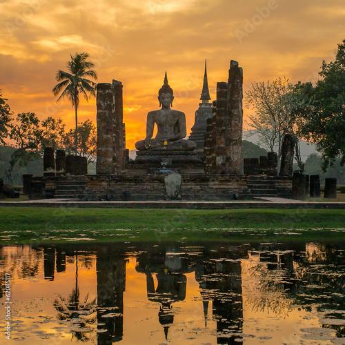 Tuinposter Boeddha Buddha statue in Wat Mahathat temple, Sukhothai Historical Park,