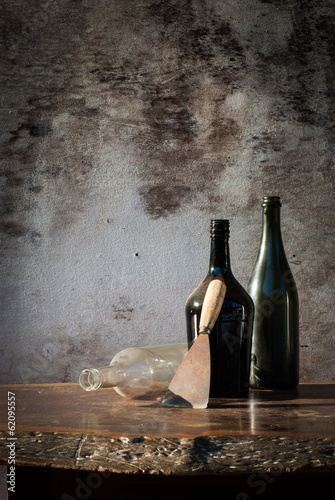 Photo  Trowel laying on wood table
