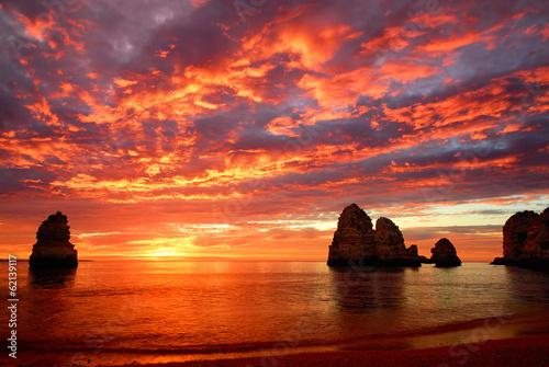 Spoed Foto op Canvas Zee zonsondergang Atemberaubender Sonnenaufgang am Meer