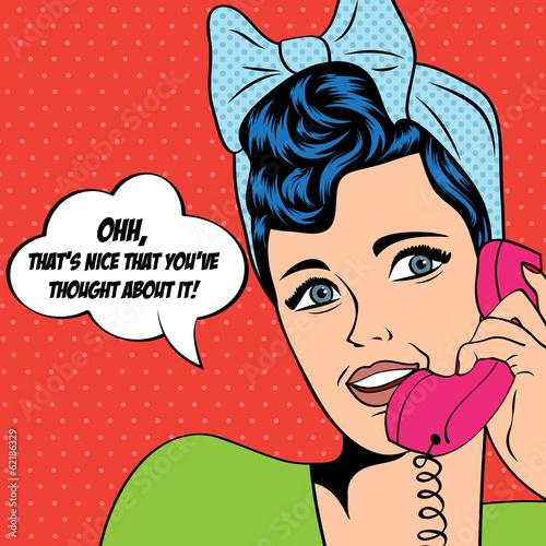 Zdjęcie XXL kobieta rozmowy przez telefon, ilustracja pop-art