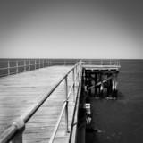 Drewniany pomost czarno-biały - 62201595