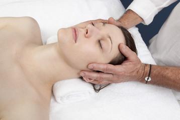 Fototapeta na wymiar physical therapist with ayurveda techniques
