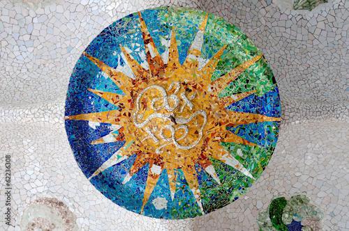 Photo  Season mosaic with orange sun at sala Hipostila in Park Guell at