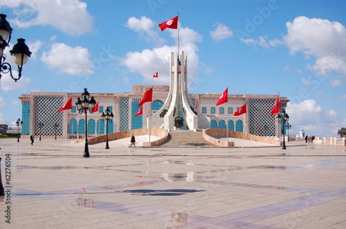 Tuinposter Tunesië The Town Hall of Tunis and its large square