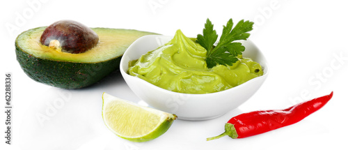 Fotografía  Fresh guacamole in bowl isolated on white
