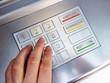 Eingabe des Pins am Geldautomaten