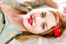 Beautiful Blonde Pinup Young W...