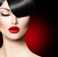 Panel Szklany Do salonu kosmetycznego Fashion Glamour Beauty Girl With Trendy Fringe Hairstyle