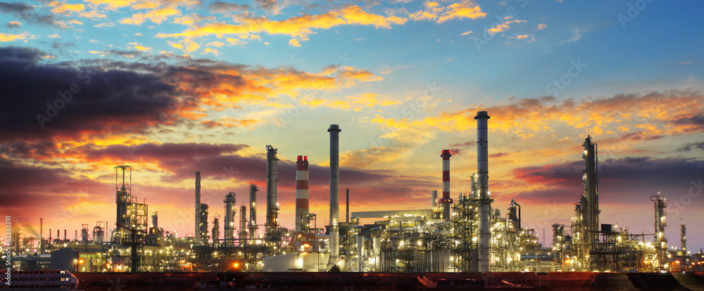 Fototapety, obrazy: Oil refinery industrial plant at night