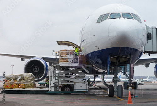 Türaufkleber Flugzeug loading cago